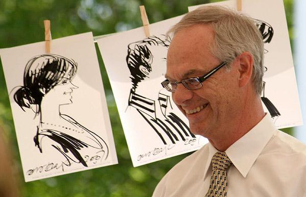 Jens Hage tegner ved en konfirmation